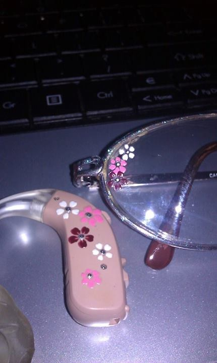 Who says you can't bling up your hearing aids and glasses, like Deanna Schultz has? Lipreading Mom loves her style.